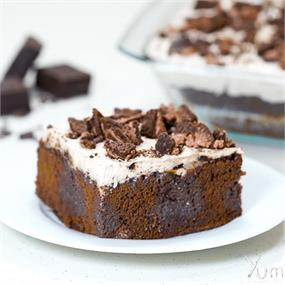 Cookie Cream Poke Cake