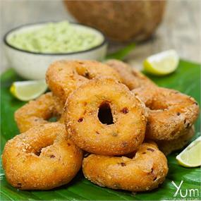 Crispy Vada With Coconut Chutney